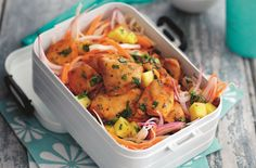 Slimming World's mango chicken with coleslaw is ready in only 20 mins making it a great healthy lunch or light dinner that the whole family can enjoy in minutes. This summer dish is served with freshly made coleslaw packed with crunchy white cabbage, carr Slimming World Lunch Ideas, Mango Chicken Salads, Cooking Recipes, Healthy Recipes, Mango Recipes, Healthy Foods, Summer Dishes, Baked Chicken, Chicken Recipes