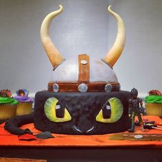 How to Train Your Dragon cake. Toothless cake