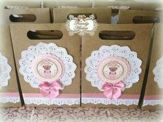 Bellas bolsas de papel con blondas - Dale Detalles Ballerina Birthday, Barbie Birthday, Party Gift Bags, Party Gifts, Handmade Crafts, Diy And Crafts, Gift Wraping, Bear Party, Sweet 16 Birthday