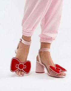 Hello Kitty x ASOS DESIGN - Sandali con tacco e fiocco in velluto Sandali  Con Fiocco 67d22fc6f9f