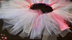 Ciao a tutte (・ω・) Vi piacerebbe essere una ballerina, magari di danza classica? Per prima cosa, ci vorrebbe un bel tutù! E allora ecco qualche piccolo insegnamento semplice semplice per creare un bellissimo tutù come una vera ballerina classica! Armatevi di un paio di rotoli di tulle colorato (rosa, viola, rosso… tutti i colori che …