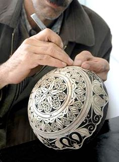 Malileh kari: is one of the original persian handicraft , branch of the metal art that done with thin silver filaments.