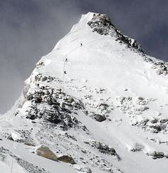 Summit Pryamid - Mt. Everest Photos / Picture Gallery - Mount Everest Pictures Alpine Climbing, Mountain Climbing, Rock Climbing, Top Of The World, Wonders Of The World, Monte Everest, Climbing Everest, Countryside Landscape, Mountain Photos