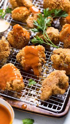 Vegan Buffalo Cauliflower, Spicy Cauliflower, Cauliflower Wings, Vegetarian Appetizers, Vegan Dinner Recipes, Vegan Dinners, Healthy Recipes, Vegan Junk Food, Vegan Comfort Food