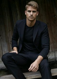 black on black on black // menswear, tshirt and blazer