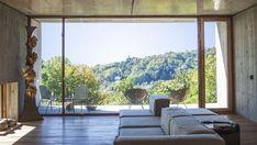 Concreto, aço corten, madeira e só Arquitetura minimalista no verde de Turim