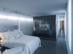 http://www.portodesign.com.br/blog/o-apartamento-de-karl-lagerfeld/