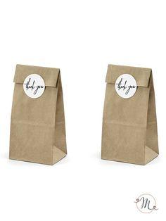 Paper bag thank you vintage.  Originali sacchetti in carta ideali per il buffet di dolci o per il candy bar.  L'adesivo con scritto thank you è incluso. Ordine minimo 6 pezzi e multipli di 6. Misure: 8x18x6 cm.  #bomboniere #matrimonio #weddingday #ricevimento #wedding #sconti #offerta #box #portaconfetti #segnaposto #bustine #confettata #nozze #accessoriconfettata