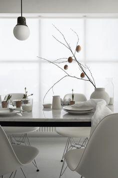 13 skandinavisch inspirierte Ideen für Ostern: vom puristischen Osterbaum über den stilvoll gedeckten Tisch bis hin zum überraschenden Dessert für deine Gäste.