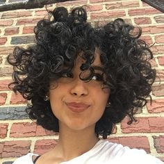 Do you like your wavy hair and do not change it for anything? But it's not always easy to put your curls in value … Need some hairstyle ideas to magnify your wavy hair? Curly Hair Cuts, Short Curly Hair, Bad Hair, Hair Day, Hair Inspo, Hair Inspiration, Estilo Vanessa Hudgens, Natural Hair Styles, Full Weave