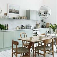 Mint, jade and emerald add pops of colours to this gorgeous bright kitchen. And we're totally coveting the gold faucet.(via Petra Bindel)