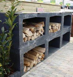 U elementen als aanrecht voor de buitenkeuken of als bank. En meteen een mooie, praktische houtopslag.