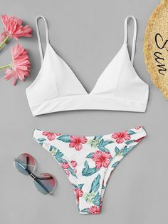 Shop Triangle Top With Floral Mix And Match Bikini Set online. SHEIN offers Triangle Top With Floral Mix And Match Bikini Set & more to fit your fashionable needs. Cute Swimsuits, Cute Bikinis, Women Swimsuits, Summer Bathing Suits, Girls Bathing Suits, Bathing Suit Top, Bikini Swimwear, Bikini Tops, Swimwear Sale