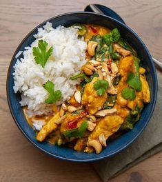 Indisk kyllinggryte med spinat   Det glade kjøkken Garam Masala, Curry, Food And Drink, Chicken, Dinner, Ethnic Recipes, Dining, Curries, Food Dinners