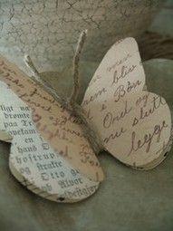 butterfly made from book pages On peut aussi tenir les 3 épaisseurs avec une fine corde qui fera les antennes !
