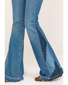 Jeans Refashion, Mein Style, Denim Outfits, Clothing Hacks, Denim Fashion, Flare Jeans, Refashioned Clothes, Diy Clothes Refashion, Upcycled Clothing