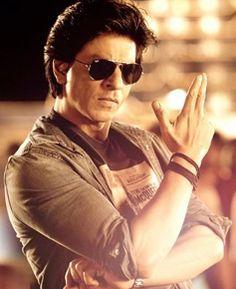 Shahrukh Khan says that his son AbRam Khan is the next Shahrukh Khan of Bollywood. Abram Khan, Richest Actors, Chennai Express, Rohit Shetty, Jackson Movie, King Of Hearts, Images Wallpaper, Hrithik Roshan, Michael Fassbender