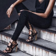 This season's gancini sandal can take you from the office to an apertif with class, as seen on… Sexy Sandals, Sandals Outfit, Chic Fall Fashion, Winter Fashion, Harvey Nichols, Weekend Style, Kinds Of Shoes, Denim Outfit, Salvatore Ferragamo
