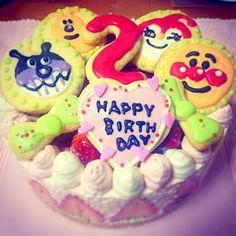 友人の子供へBDケーキを♪いちごをいっぱい使ってほしいとのことで、生地にもたっぷりいちごを使ったレアチーズケーキ♡ - 17件のもぐもぐ - いちごたっぷり、アンパンマンレアチーズケーキ♡ by Haruka