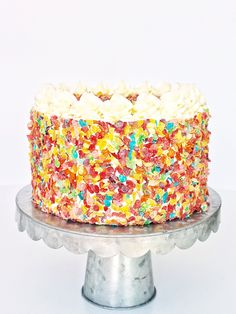 Light and fluffy Fruity Pebbles flavored cake layers, topped with Fruity Pebbles filling and cereal crunch, and coated in a whipped vanilla… flavors Fruity Pebbles Cake Birthday Cake Flavors, Birthday Cakes, Birthday Recipes, Birthday Fun, Fruity Pebbles Cereal, Vanilla Buttercream, Vanilla Cake, Let Them Eat Cake, Cake Layers