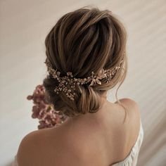 """Sharon Wilkes-Burt  👰🏼💗 on Instagram: """"✨Highlights✨ My son's lovely gf @hazzg  has often sat in my chair for me to do hair playing mostly because she's far too lovely and polite…"""" Formal Hairstyles For Short Hair, Ball Hairstyles, Romantic Hairstyles, Baddie Hairstyles, Wedding Hairstyles, Short Hair Styles, Wedding Upstyles, Hair Upstyles, Hair Inspo"""