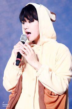 Byun Baekhyun cute as always Chanyeol Baekhyun, Park Chanyeol, Baekyeol, Chanbaek, Exo Ot12, Kpop Exo, Exo K, Xiuchen, Kim Jong Dae