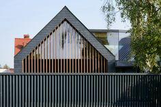 Two barns house nowoczesne domy od rs+ robert skitek nowoczesny Residential Architecture, Contemporary Architecture, Architecture Details, Style At Home, Houses In Poland, Barn House Design, Fibreglass Roof, Modern Barn, House Elevation