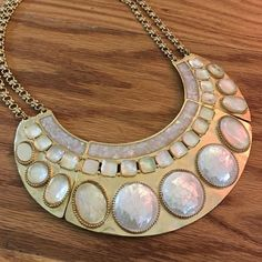 Gorgeous golden necklace Gold tone necklace. Good condition. (Ref#4) Jewelry Necklaces