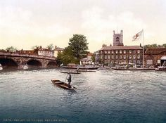 Henley on Thames, Red Lion Hotel & Henley Bridge over the Thames, England between 1890 and 1900 (home of the famous Henley Regatta)