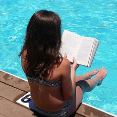 Day 6 • Summer Vacation: More reading! //in the pool this time// ❤❤❤📖🤘#dalandlibrary ~~~~So we are going shopping again and are going to see fireworks on the beach💯💫✨✨. I might post some more today because I made a really cool thing in the sand on the beach🐚🐚🌸😄😍