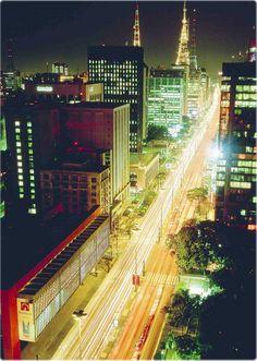 Avenida Paulista - noite.