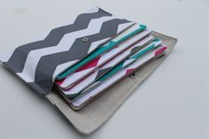 6 Cash budget envelopes and clutch - Chevron
