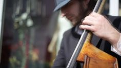 stunning bass-string shot by urbanscreen. Frequency of the bass strings and high shutter speed of the camera led to this surprising string-wobble footage.