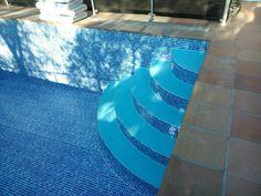 Detalle de #instalación de #liner en escaleras romanas #revestimiento #lámina Pond Tubs, Beach, Garden, Outdoor Decor, Home Decor, Pools, Staircases, Madness, Garten
