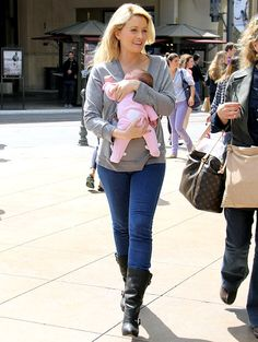 Holly Madison rocks skinny jeans one month after giving birth!