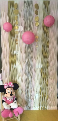 Minnie Mouse pink and gold party photo booth wall
