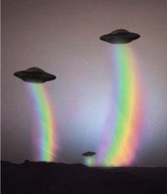 rainbow, alien, and ufo image Alien Aesthetic, Aesthetic Space, Rainbow Aesthetic, Aesthetic Drawing, Aesthetic Vintage, Color Splash, Space Grunge, Photographie Portrait Inspiration, Photocollage