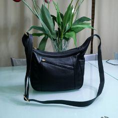 ILI New York Toronto Genuine Leather Black crossbody bag with multiple pockets.  4 zipper pockets and  2 without zipper. ILI New York Toronto Bags Crossbody Bags