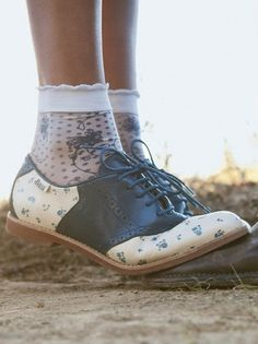 Love this #fashion trend: Short socks and cute shoes. Thanks #rooirose for the inspiration!