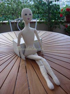 Jenny è una bambola che ho realizzato qualche anno fa.   Sono riuscita a riordinare tutti gli schemi e ho preparato un tutorial per reali...