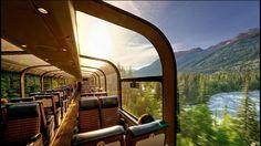 Les wagons panoramiques permettent d'admirer les paysages époustouflants qui jalonnent le parcours. Ici dans la province d'Alberta, le Skyline longe la rivière Miette.