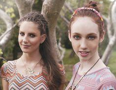 Penteados fresquinhos para você usar (e arrasar) no verão!    Se há um penteado que é o símbolo do verão este é a trança! Ela traz um toque refrescante e sofisticado para os fios e, versátil, pode ser usada também em forma de tiara - quando é embutida na franja - ou mesmo como coque!