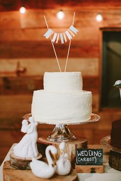 sweet bunting cake topper | Ben and Colleen #wedding