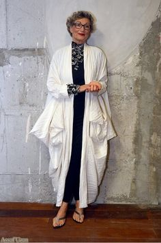 Nurit was looking tres chic at the Shenkar fashion gala wearing Sasson Kedem and Dori's haute couture Anais necklace & bracelet. photo: Assaf Uzan  #DoriCsengeri #SassonKedem