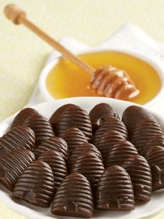 Your Taste Buds Will Be Buzzing With Happiness With One Taste of These Licorice-Honey Beehive Candies Honey Candy, Nostalgic Candy, Liquorice Allsorts, Hard Candy, Candy Recipes, Taste Buds, Deserts, Beehive, Postres