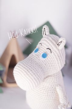 Moomin character easy to crochet free amigurumi pattern how to crochet a moomin made by The Sun and the Turtle Crochet Wool, Crochet Teddy, Diy Crochet, Crocheted Toys, Moomin, Crochet Amigurumi Free Patterns, Crochet Animals, Crochet Hippo, Crochet Fashion