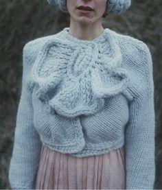 knitwear by Antje Pugnat Knitting Wool, Hand Knitting, Knitting Patterns, Knitwear Fashion, Crochet Fashion, Knitting Projects, Knit Crochet, My Style, Sweaters