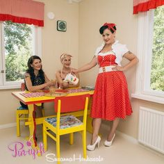 Photo by Susanna Honkasalo. Models: Lili Love aka Linda Lindh, Miss Michelle aka Michaela Holmström and Roxy Thunder aka Riikka Kauppinen.  50's - pin-up - pin up - vintage kitchen - 50's kitchen - juice on a hot summer day!