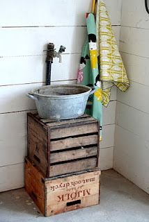 Great old sink idea - why didn't I think of this...diy sink under the outside faucet .