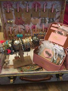 #plunderdesign #jewelrydisplay #eventdisplay #vintage #vintagejewelry #jewelry #shabbychic #plunder #necklace #earrings #bracelet #craftfair #stylist #consultant